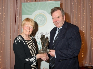 Niall O'Dowd receiving the Tip O'Neill Irish Diaspora Award from Patricia Hume